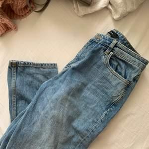 Säljer dessa fina jeans som tyvärr är för små för mig 💞