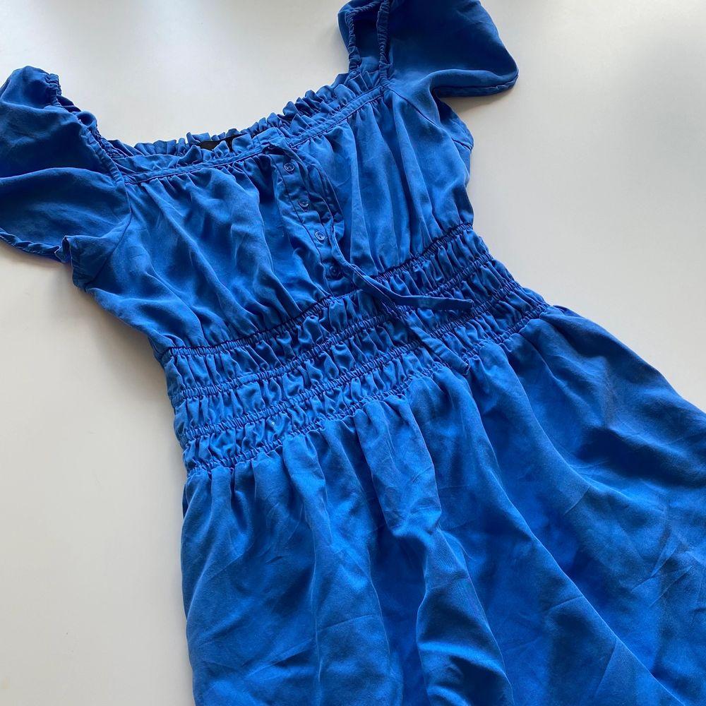 En söt klänning från zara . Klänningar.