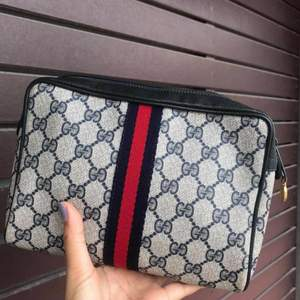 Äkta Gucci Vintage Vtg Gg Monogram Supreme Sherry Web Blue Leather Coated Canvas Clutch Shipping Included  Gently used | 8.75