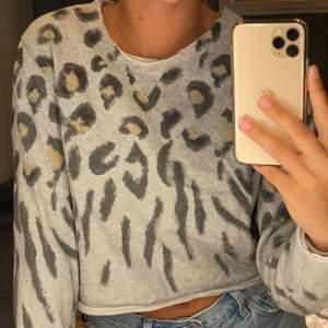 Super gullig leopard mönstrad tröja från All saints.