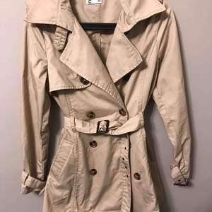 Trench coat från Cubus, as gullig och sitter fint! +frakt