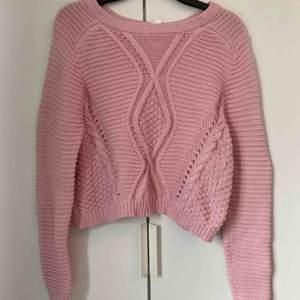 Mysig stickad tröja från H&M  Storleken: XS-M Köpare står för frakten😊