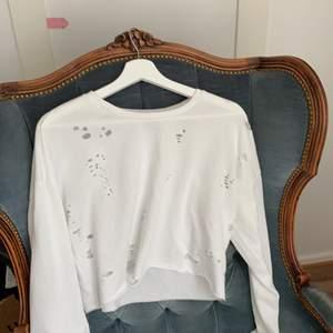 Oanvänd tröja med vill design