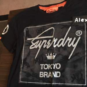 Superdry Tshirt (Nypris 350) Sparsamt använd  Priset är ej satt i sten. Möjlighet för meetup i Stockholm och kan skickas på köparens bekostnad. Om mer bilder önskas, skicka ett PM :)