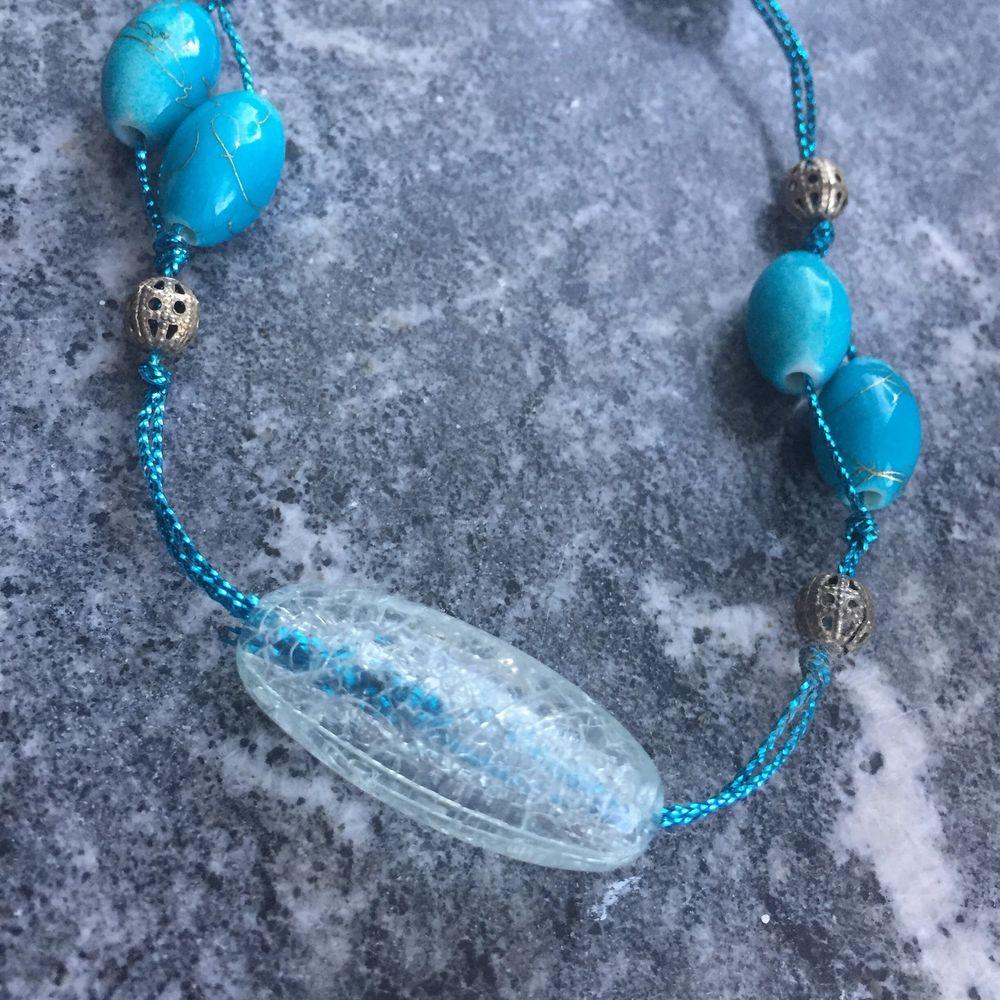 En lång och fin vintage halsband, med fina pärlor på! . Accessoarer.