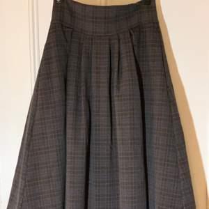 Längre kjol från motivi, köpt i Italien. Använd en gång