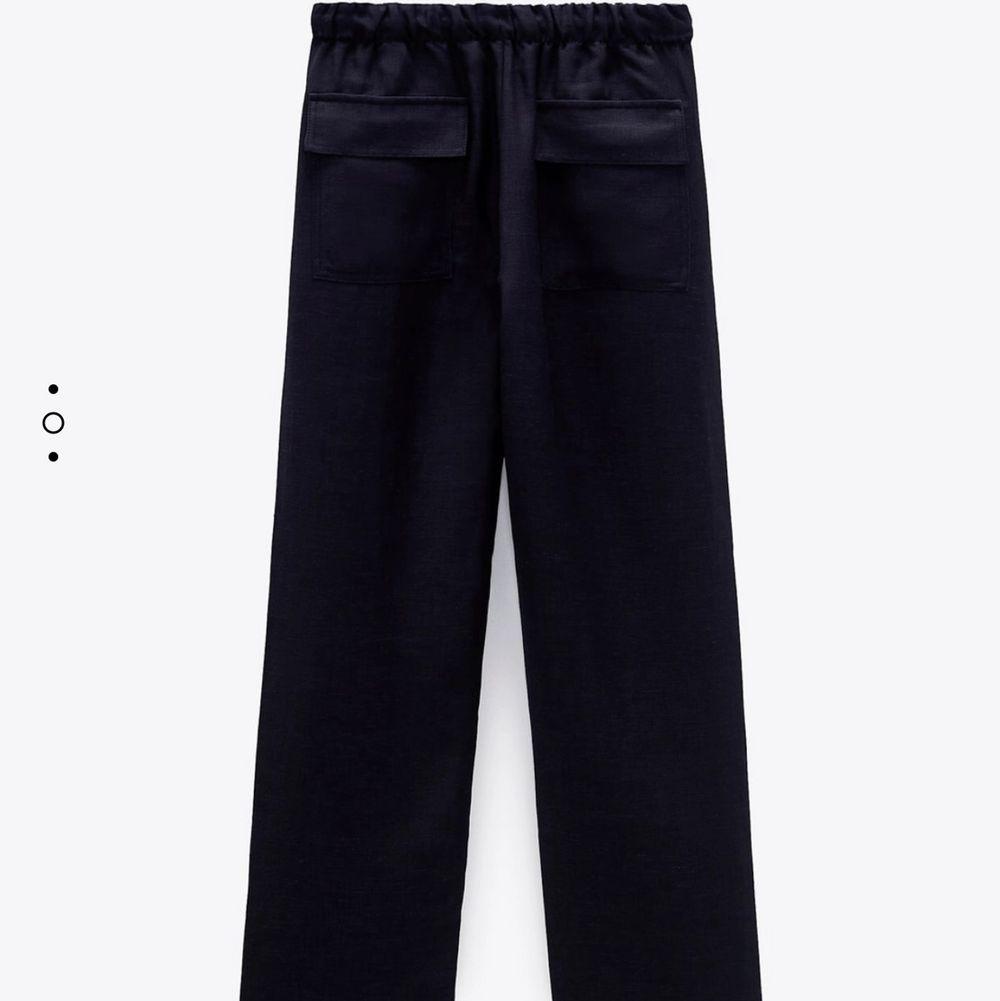 säljer dessa linnebyxorfrån zara då dom tyvärr inte sitter så bra på mig i passformen! köparen står för frakten!. Jeans & Byxor.