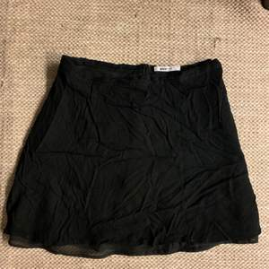 Kort kjol i gott skick. Köpare står för frakt om upphämtning ej är ett alternativ.