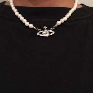 Söker ett vivienne westwood pearl necklace, spelar Ingen roll om de är äkta eller inte eller guld eller silver, skriv gärna om ni säljer