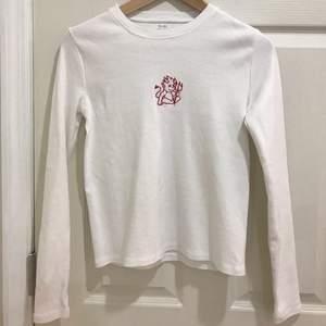 En långärmad tröja från brandy Melville, i fint skick BUD I KOMMENTARERNA💖💖