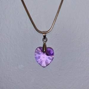 Söt rosa hjärta halsband 🤍 aldrig använt 🤍 köparen står för frakten!