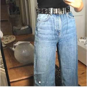 Jättesnygga jeans från weekday i modellen ace! säljer pga att de är för stora. Funkar dock superbra med skärp!! Frakten ingår inte men priset går absolut att diskuteras❤️