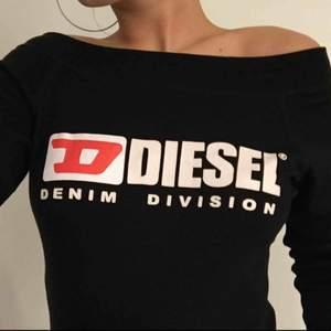 Off shoulder tröja från Diesel. Står storlek L inuti men jag skulle säga att den passar S-M
