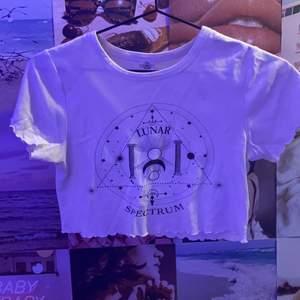 Croppad tröja från Urban Outfitters. Högsta bud vinner.