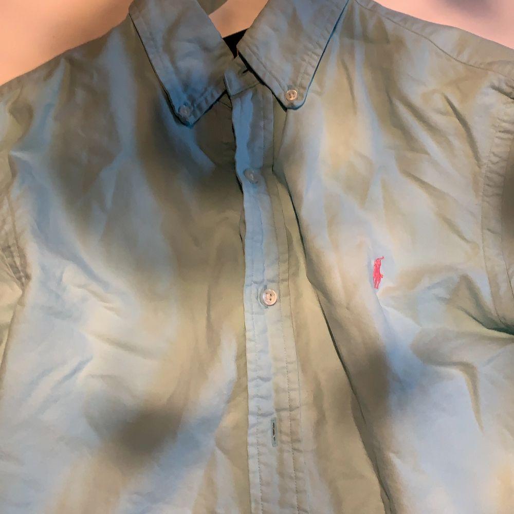 Bra skick färg är i turkos . Skjortor.
