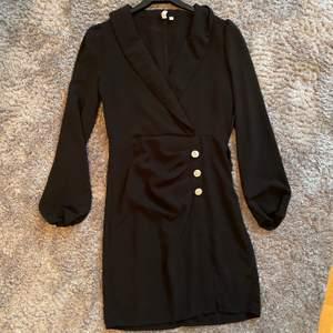 Så fin kostymklänning från Nelly trend i strl 36, samfraktar vid köp av fler plagg