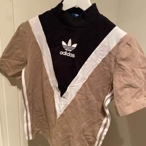 Unik tröja från adidas i nyskick. Passar även strl S. Pris går att diskutera! Exklusive frakt 💕