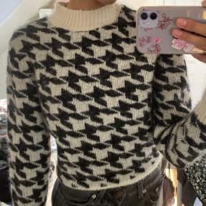 Säljer min fina stickade tröja i alpaca ull. Den är använd 2 gånger och därmed i nyskick. Storlek XS.
