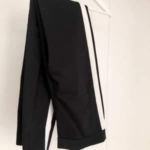 Snygga kostymbyxor som tyvärr blivit för små för mig. De är ifrån Zara och i storlek 34. Kontakta mig för mer info💞