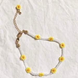Säljer jättefina handgjorda smycken. Kontakta mig för egen beställning🤎