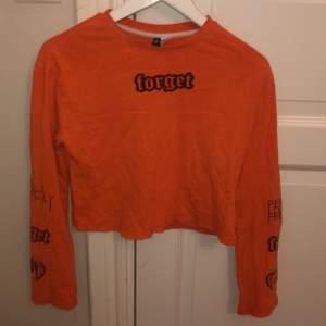Cool orange tröja från H&M, strl XS. Betalning: Swish