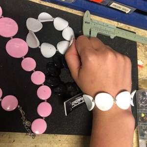 Annulunda och coola smycken från företaget Laboro. De är de ända av sortimentet kvar. Super coola och fina.