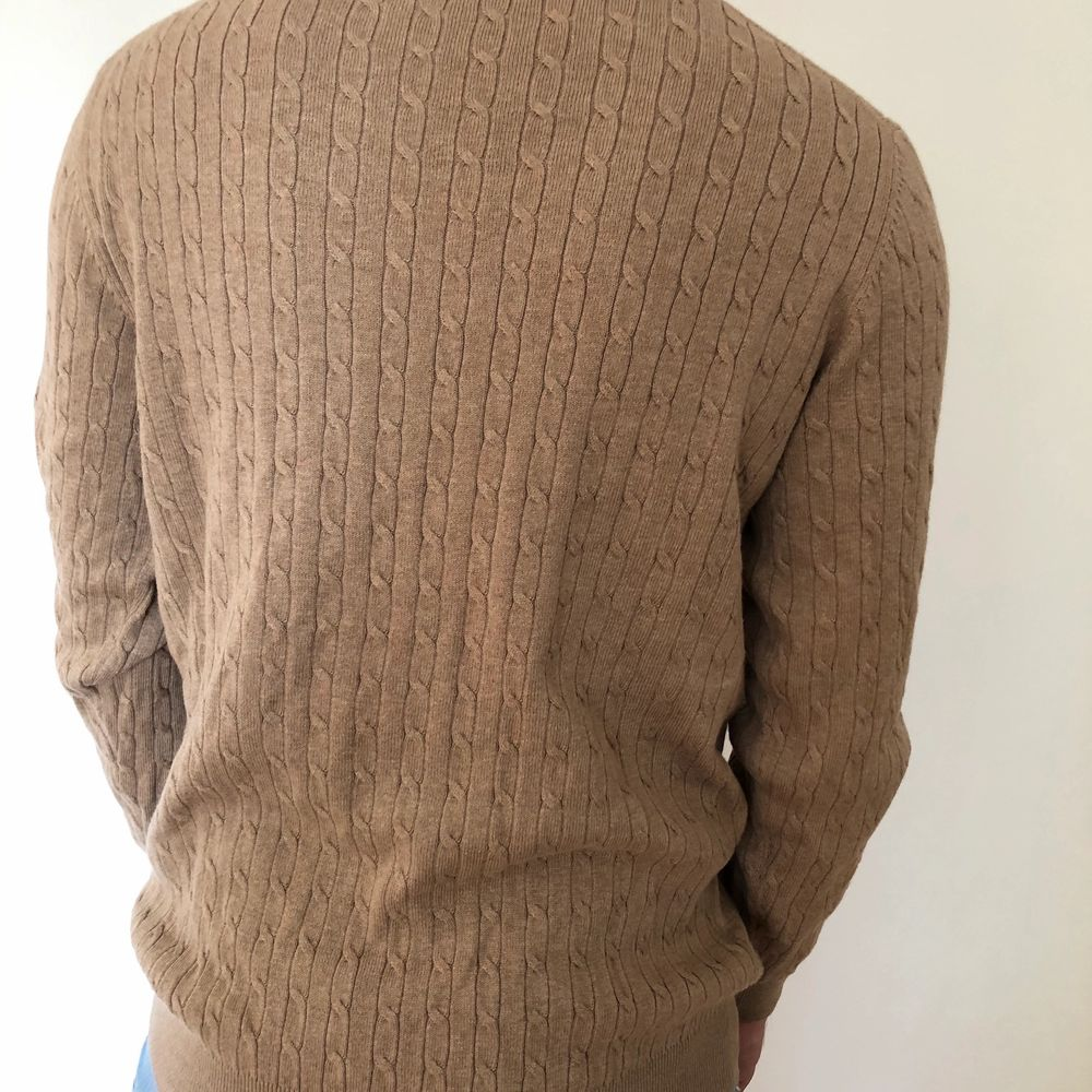 Långärmad beige tröja från Dressmann, aldrig använd. . Tröjor & Koftor.