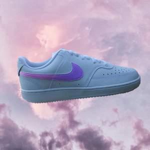 💘🔮 NIGHT SKY 🔮💘  1 par handmålade sneakers.   Modell: Nike Court Vision Low Storlek: 39 Permanent färg, 4 likadana målade sidor.   #nike #sneakers #custom #handmade