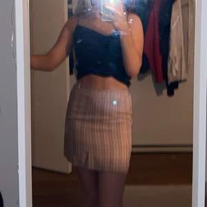Tight men skön rutig kjol från new yorker! Resåren är inte hård och materialet ganska stretchigt. Frakt tillkommer med 40 kr💞