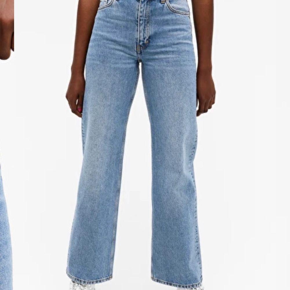 Säljer dessa sjukt snygga monki jeansen!💕 har används ett fåtal gånger men de är i gott skick, har storlek 27 och de passar mig som vanligtvis har 36 elr S i jeans💕💕. Jeans & Byxor.