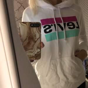 Säljer denna Levis hoodie, aldrig använt lappen sitter kvar +köparen betalar för frakten😊