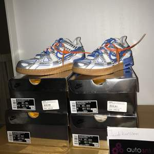 Säljer dessa fyra par Nike x Off-White Dunks UNC blue. Paren är oanvända i orginalförpacking och kvitto. EU Storlek:(36,5 X2), (40 SOLD), (43). Tar emot rimliga Bud. Bättre pris om du köper alla.