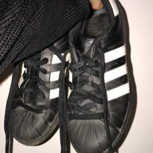 Adidas sneaks som är inköpta för några år sen men knappt blivit använda. Hela och rena!