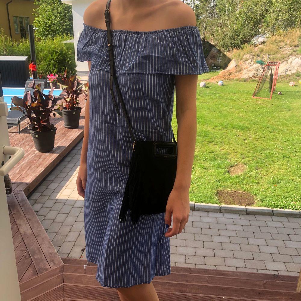 Köpte den förra året i kroatien, i str M men passar mer som S! Frakt hamnnar på 30kr❤️🥰. Klänningar.