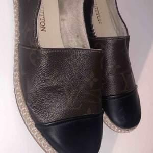 Louis Vuitton skor ej äkta! Fint skick med dustbag till.