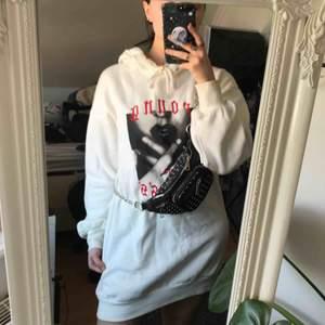 Cool hoodie-klänning från H&M. Använd endast ett fåtal gånger. Pris kan diskuteras! Fraktar helst men kan ev. mötas upp i Stockholm 🌷