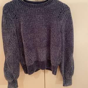 Snygg blå tröja från HM i storlek S. Inte så jätteavänd så den är i bra skick. 100 kr plus frakt