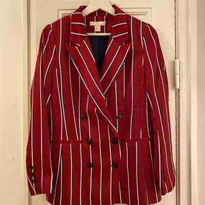 H&M blazer and shorts. Blazer in size 34, shorts in size 36. Very good condition. No signs of use. Jacket or shorts can be sell separately.