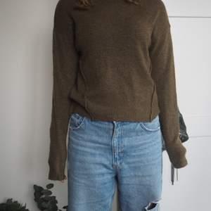 Stickad tröja. Grön. Långärmad. Säljer för att jag tyvärr inte fått användning för den då jag har en till liknande.