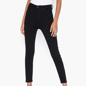 Säljer väldigt fina jeans från Cheap Monday, de är högmidjade och sitter väldigt fint på kroppen. Har använts endast några gånger och ser ut som nya!💕