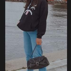 Jättefin svart hoodie som jag inte använder länger, påminner mig om det där