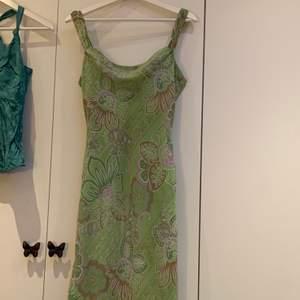 Assnygg vintage klänning från esprit. Priset är inklusive frakt, möts inte upp:)