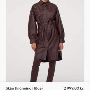 Supersnygg skjortklänning i äkta läder, ej använd lappar kvar! Från H&M premium quality