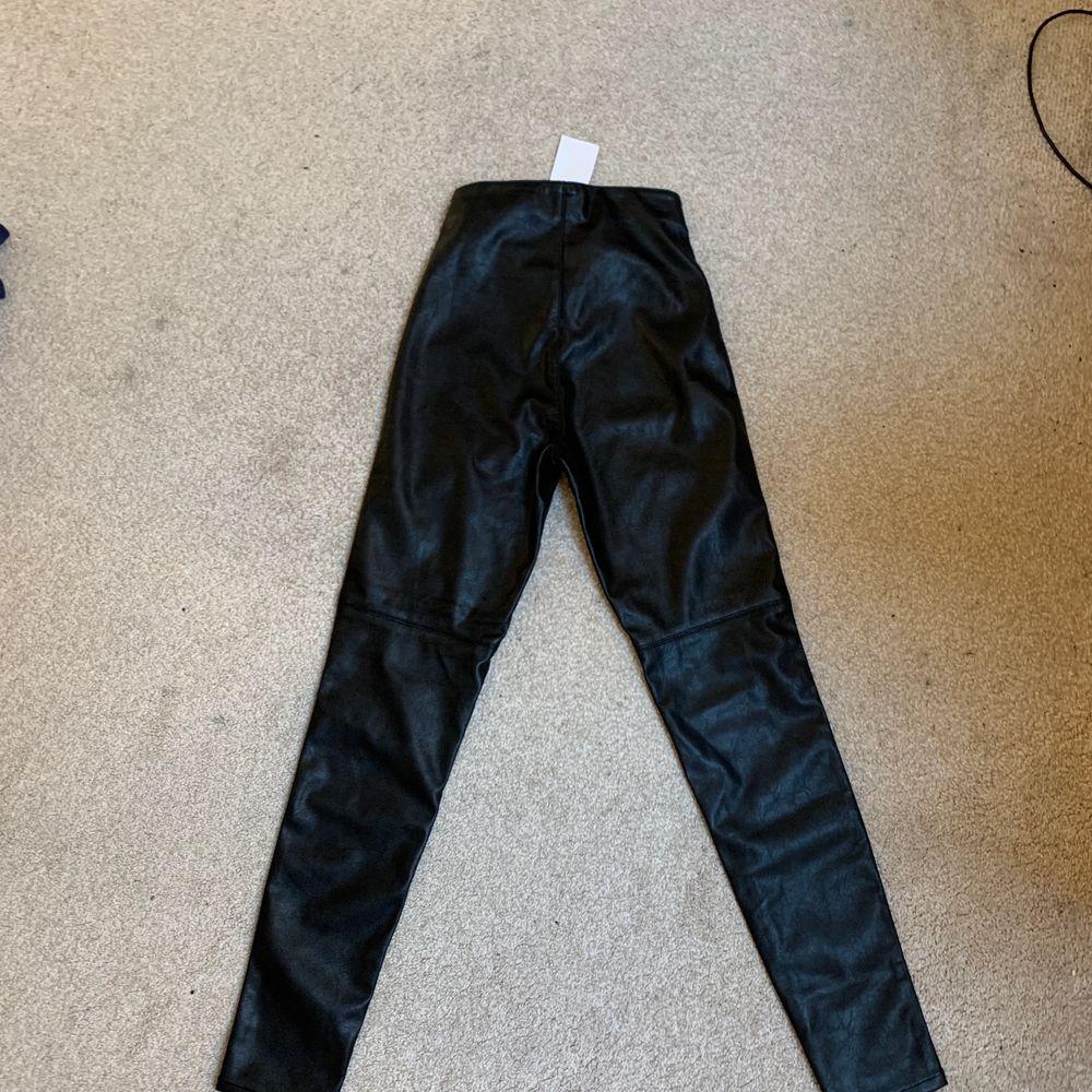 Helt nya läderbyxor. Ingen bild då då dem är försmå för mig. . Jeans & Byxor.