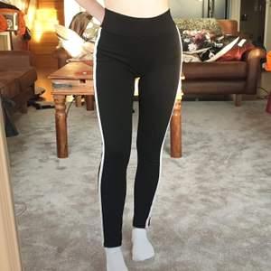 Sköna svarta leggings från Gina i strl S. Säljer då dem inte längre används, i bra skick. Säljer för 80 kr, köpare står för frakt. ❤️