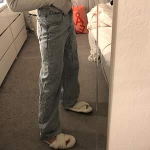 säljer dessa super snygga jeans som tyvärr är för stora för mig!
