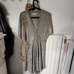 Guldskimrande klänning från Oh My Love, aldrig använd!