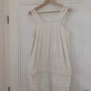Supersöt klänning från Mango 🥰 eventuell frakt står köparen för 🌼