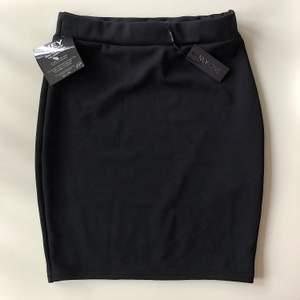 Svart kjol i storlek small från Nelly. Fint skick aldrig använd.