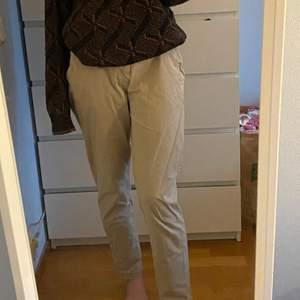 snygga oanvända byxor från h&m, inte min stil och för stora därför säljer jag dem!